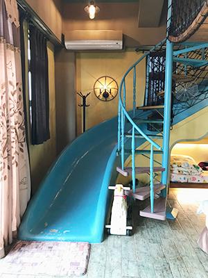 一打開房門,同行的小朋友便尖叫了,然後立即跑上滑梯去玩。