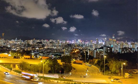 手機都影到靚香港夜景│龍翔道觀景台俯瞰萬家燈火