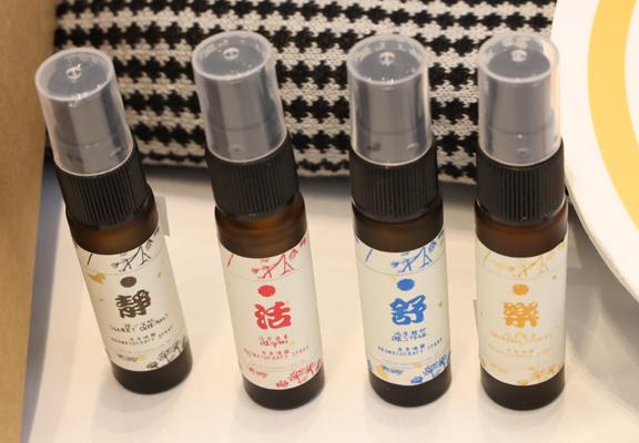 以不同香薰製成嘅噴霧,清新香氣能助人解煩憂。