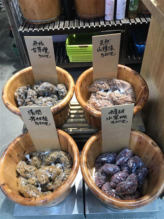 小編一見老柑桔(左下)便忍不住手買咗,可口潤喉,適合放喺辦公室,無聊時好過食朱古力或糖。