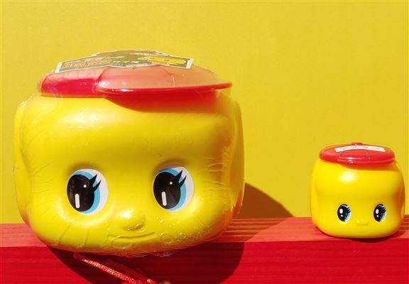 Fueki 好朋友高效保濕霜 (藥用認證) 限定版$280 / 600g (左);Fueki 好朋友高效保濕霜 (藥用認證)  $65 / 50g