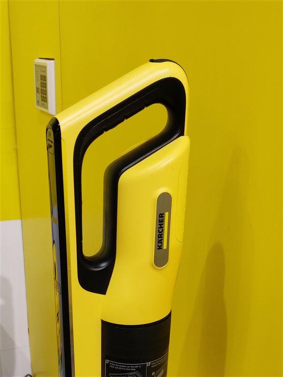 人體工學設計嘅專利式雙手柄,無論推拉或舉起吸塵機都好輕鬆。