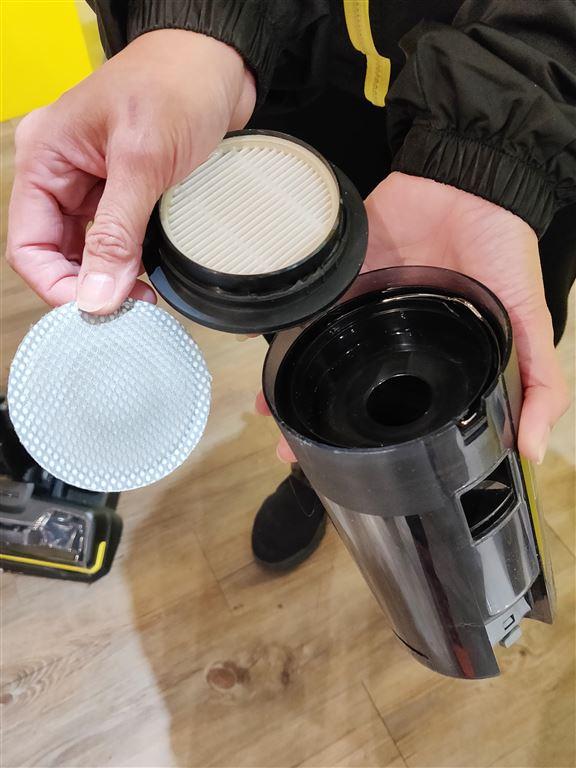 集塵箱全個拆出來清洗。使用HEPA 12過濾器,過濾力強。