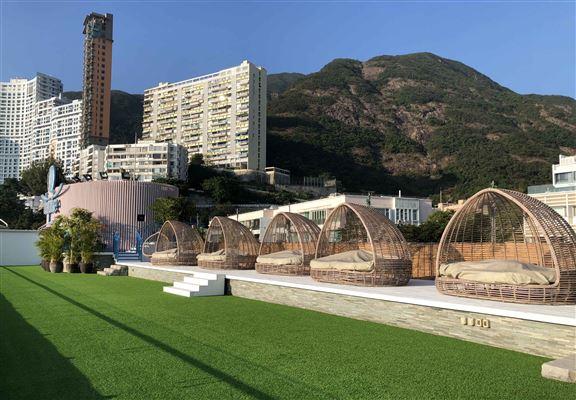 商場平台以往只供會員使用,1月30日起將免費開放,打造成海景野餐場地。