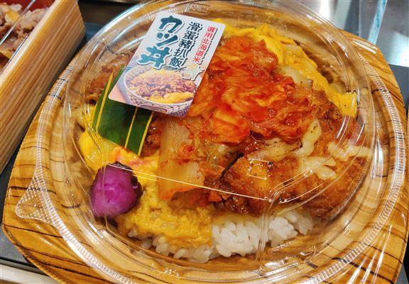 滑蛋豬排丼係DONKI人氣熱食。