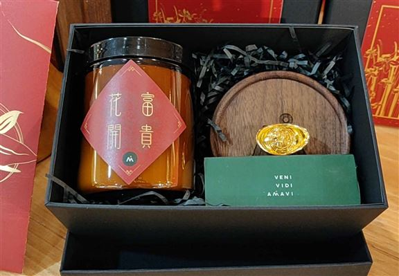 WA 新春禮盒 (包括一款指定蠟燭、杯墊及火柴)