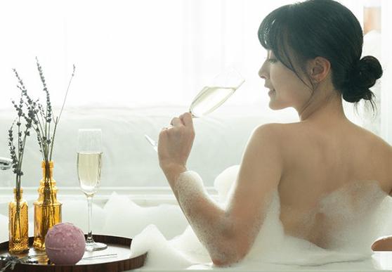 入住可獲贈LUSH浸浴產品。