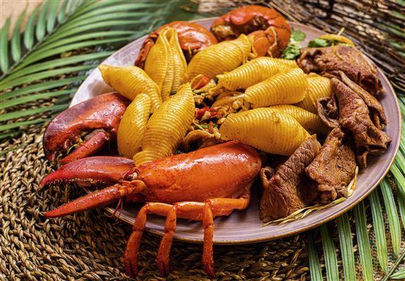 住客可在房內享用用泰式 fusion 龍蝦海鮮晚餐。