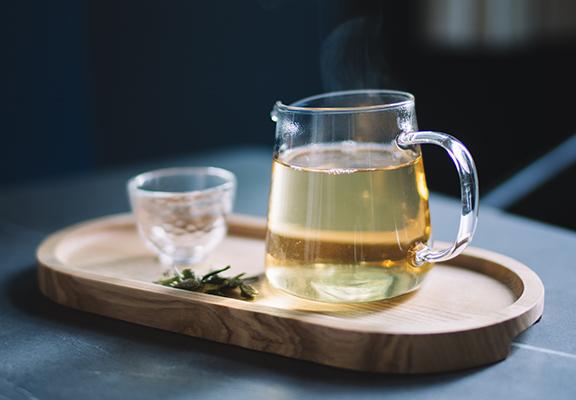 「煙硝紅茶(正山小種)/雲圖綠茶(盧山雲霧)/佗寂白茶(白牡丹)」係Bow Coffee與瑜茶舍合作,通過選擇不同清香甘甜嘅香茶設定不同意境,讓人在咖啡店享受忘卻世俗煩囂嘅品茗時光。$ 45