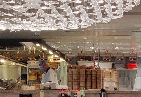 酒家內自設點心廚房,點心在店即製,保證新鮮。