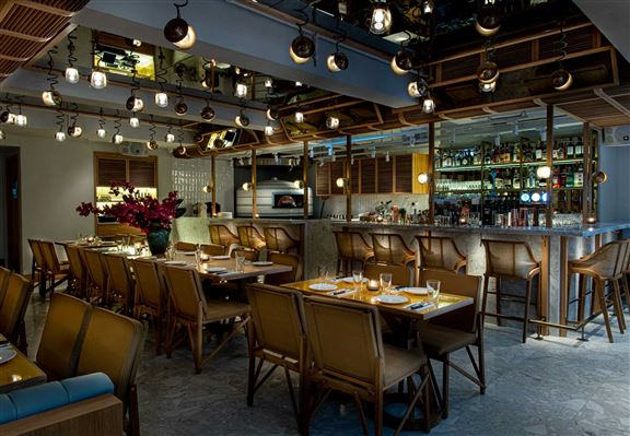 Amalfitana 中環店嘅設計以南意大利卡普里島迷人嘅街頭和庭院,與及地中海和一帶嘅海外線為靈感,為顧客帶來賓至如歸嘅用餐空間。