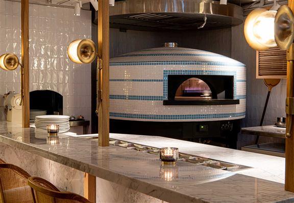 餐廳特別由意大利購入專業煤氣薄餅烤爐炮製正宗意大利薄餅。