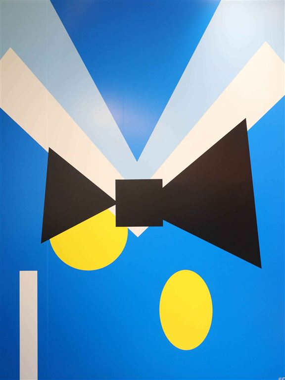 打卡牆以幾何圖形呈現唐老鴨,以經典造型取代真身,一樣吸引。