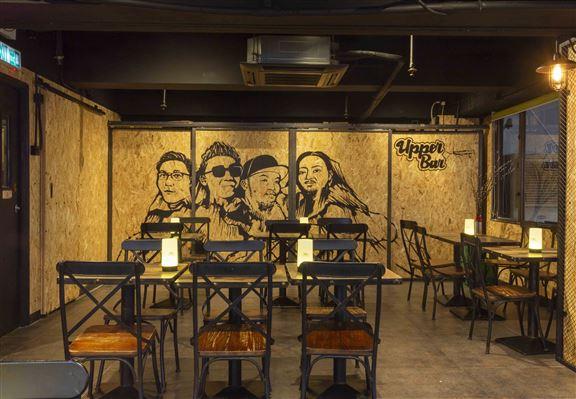 Upper Bar & Restaurant室內設計走型格工業風。