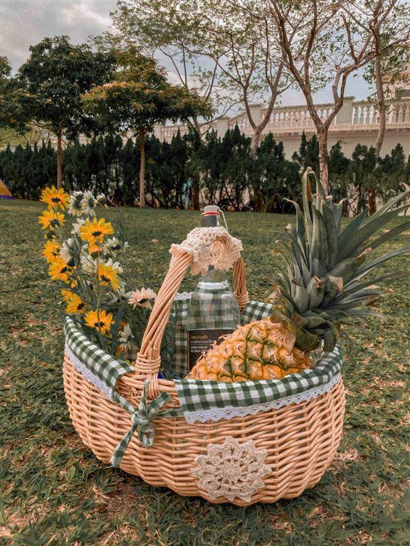客人提供野餐主題,Cynthia會幫佢準備配合主題嘅野餐籃及用品。