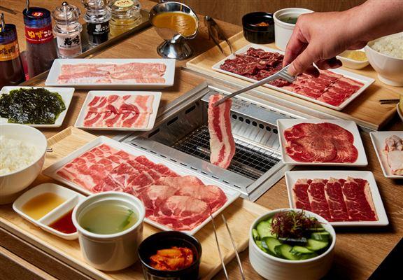「燒肉LIKE」採用嘅烤爐配備先進除煙技術,食客無懼油煙,盡情享受燒肉樂趣。