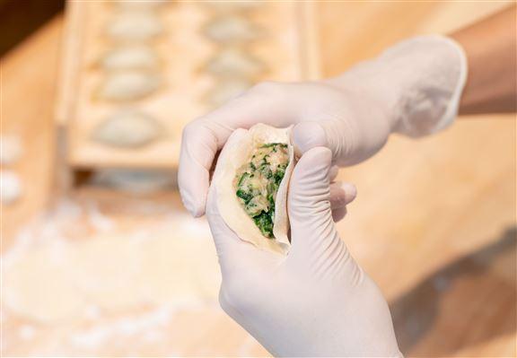 餃子駅出名在餃子即場人手擀皮,保證新鮮。