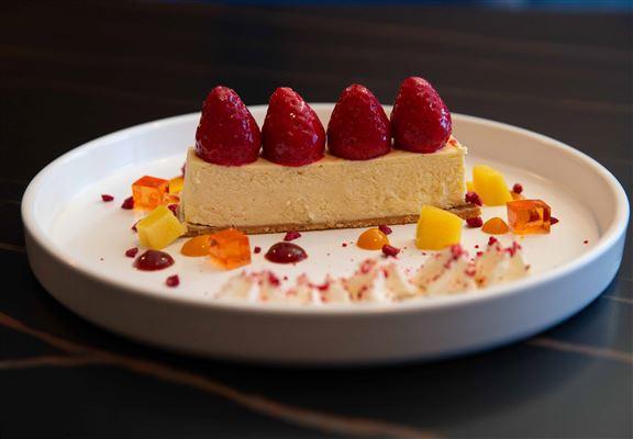 Strawberry Mango Cheesecake係必試之選。