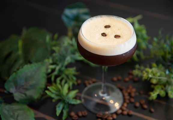 Espresso Martini咖啡味較濃、易入口。