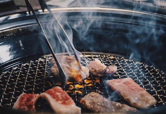 每位$348嘅「牛海姫精品燒肉放題」,超過60款燒肉、海鮮、壽司刺身任點任食。