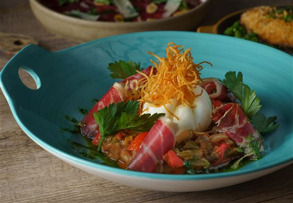 Pisto Manchego燉菜鍋配48個月伊比利亞火腿及流心蛋