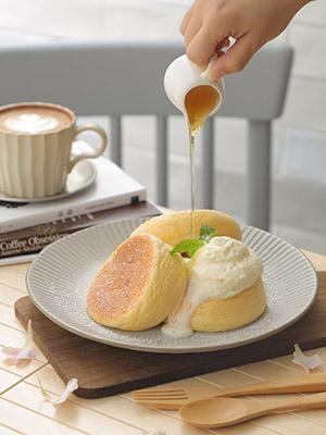 招牌日式梳乎厘pancake空氣感十足,口感超軟綿。