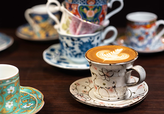 Sonia Coffee更特別從日本及世界各地搜羅別具特色嘅咖啡杯。