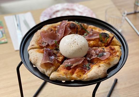 所有Pizza均為手搓薄餅,薄餅筋性十足,柔韌美味。