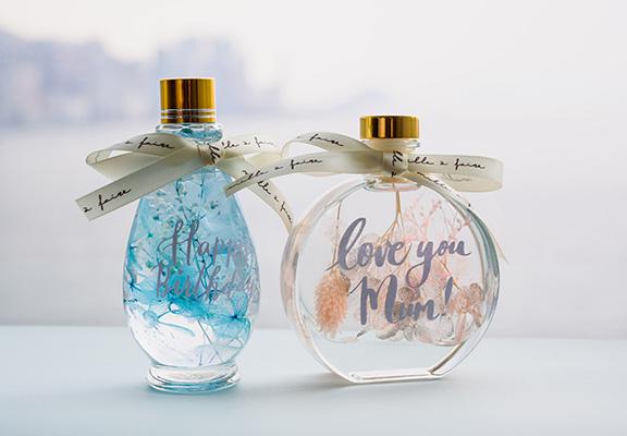 mille à faire製作嘅玫瑰花柱形玻璃罩、浮游花瓶觀賞瓶、浮游花室內香薰擴香瓶,留住玫瑰動人一刻。