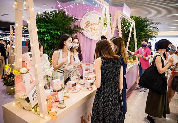 市集的佈置以甜美Girly風格為主,營造既浪漫又愜意的氛圍。