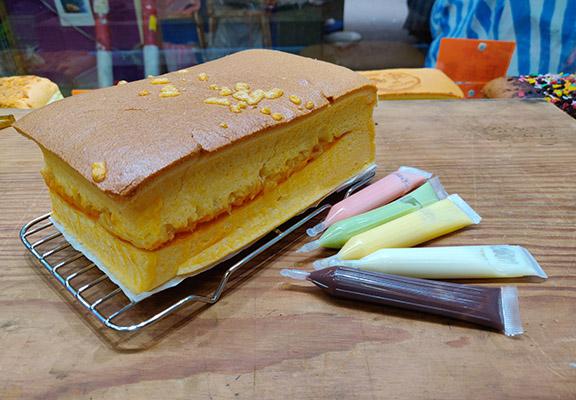 店內有售支裝朱古力醬,客人可購買自行在蛋糕上寫祝福字句。