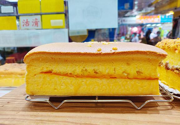 以日本芝士醬、意大利水牛芝士及英國車打芝士混合成醬做夾心餡料,芝味濃郁。