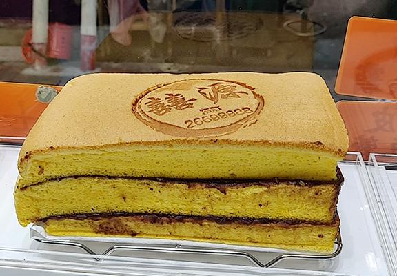 「巨無霸」係囍源嘅人氣口味,蛋糕有2層或以上,食感更豐富。只限星期六及日供應。
