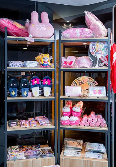 店內有從港台日三地搜羅嘅近百款美少女戰士精品。