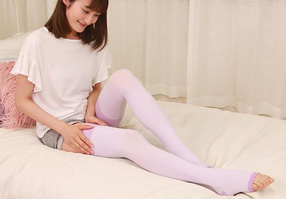 淡紫色嘅「階段壓力睡眠長襪」,與日常家居服很配襯。