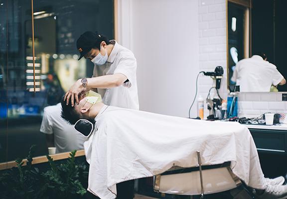 港東Canton Barber除了一般理髮外,更有剃鬚、修眉等男士儀容護理。