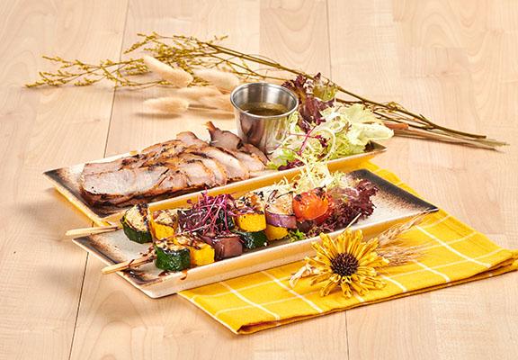(前起) 燒雜錦蔬菜串配照燒汁(2串)  / 炭燒豬頸肉配自家製泰式汁