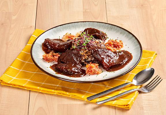 燴澳洲和牛面配韓式泡菜炒珍珠野米