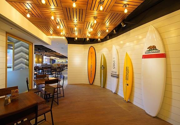 屯門新店設計以陽光海浪為主題。