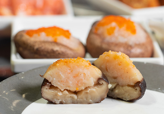 蟹籽蝦膠釀冬菇