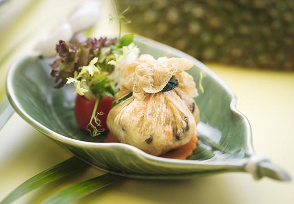 貓山王榴槤腐皮海鮮石榴球清甜多汁,食味意想不到。