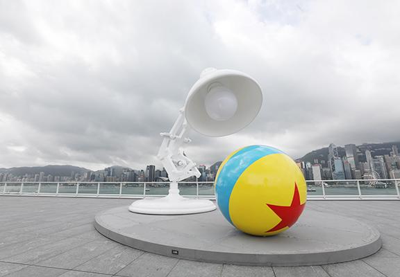 電影入面嘅Pixar Ball and Lamp終於跳出大銀幕同大家見面。