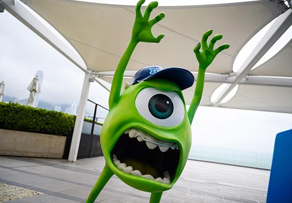 在海洋中心四階露天平台變身《怪獸大學》,小心門後驚嚇專員突然來襲。