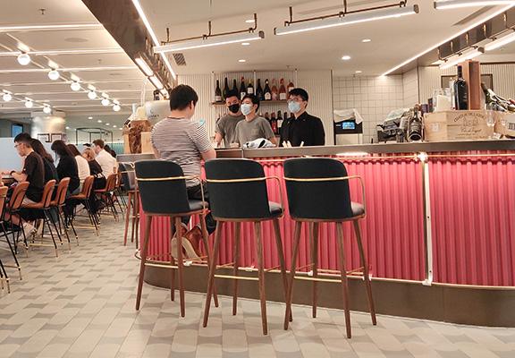 位於美食廊門口位置WineHouse by BaseHall Bar係由香港文華東方酒店主理。