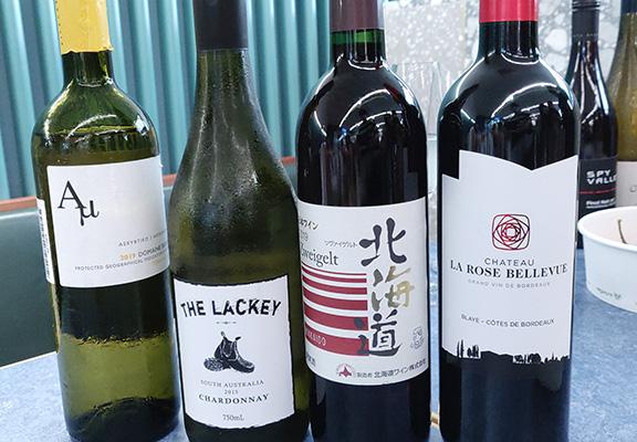 香港文華東方酒店侍酒師精選一系列葡萄酒,每杯$ 35至$ 100。均可在此細味發掘。