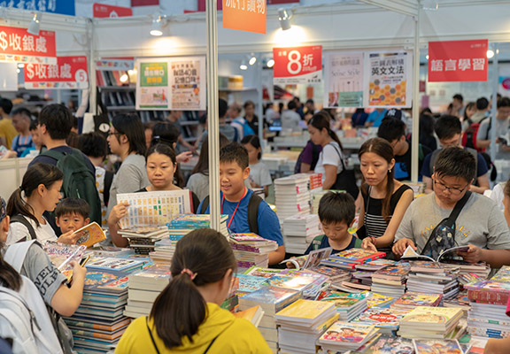 今年書展以「心靈勵志」為主題,鼓勵大眾閱書培養正面生活態度。