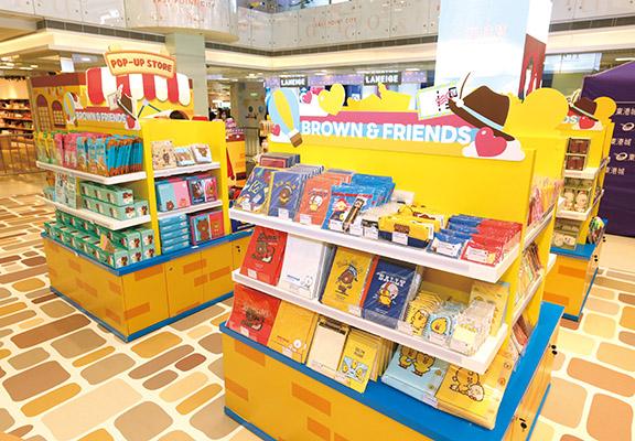 旅程最後一站係 「LINE FRIENDS Pop-Up Store」,大量限定手信等著粉絲買回家。