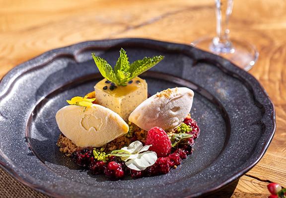 (右)French Aroma法國杏桃雲尼拿鹽之花口味,味道層次豐富,單食之外,也適合用來做甜品或伴糕點。