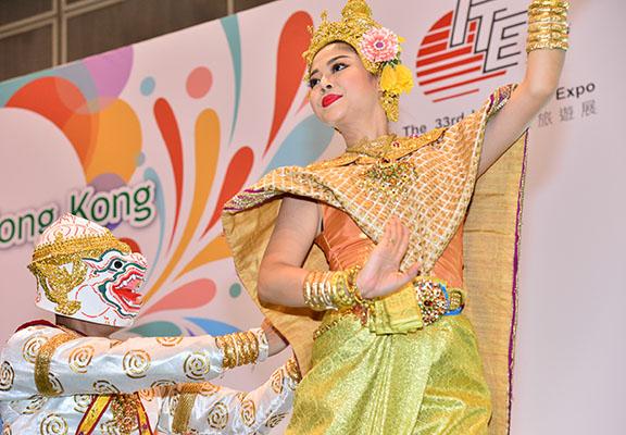 部分國家參展商更安排特色民族舞蹈或展現該國特色嘅表演。