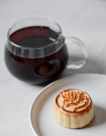 Blue Bottle Coffee 獨家提供的望月流心奶黃月餅。